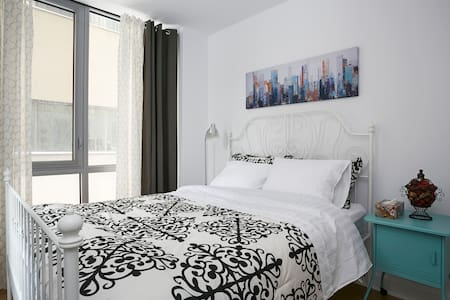 Luxury new build Condo in DOWNTOWN!BEST LOCATION ! - Montréal - Huoneisto