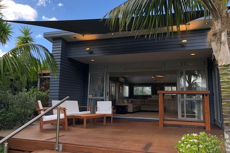 Tropical, perfectly-positioned, modern bach