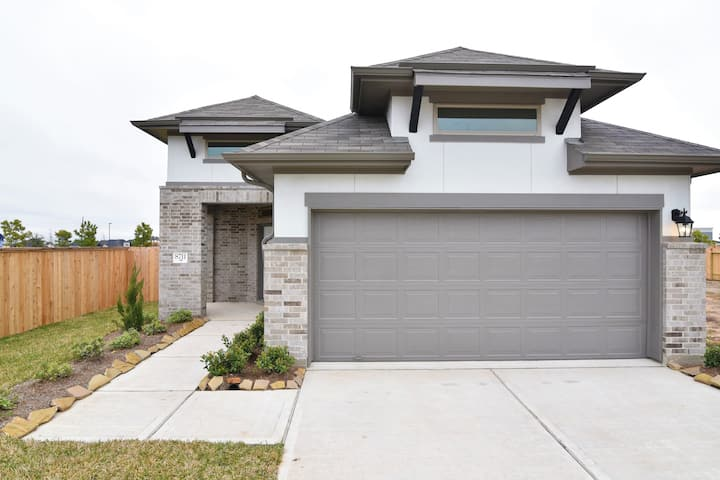 Brand new construction home sleep up to 12.