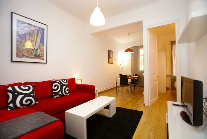 Sagrada Familia apt for long stay, Wifi, A/C