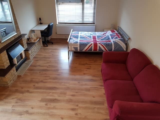 Large Ensuite Room in a lovely Shared House Oxford