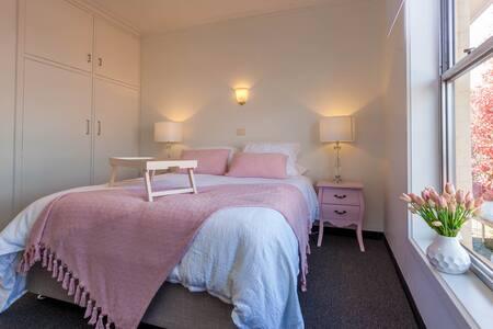 Quiet inner city street, 2 Bed Aprt - Lägenhet