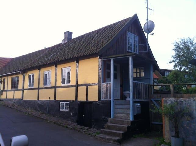 Charmerende hus med tilhørende anneks i Sandvig - Allinge