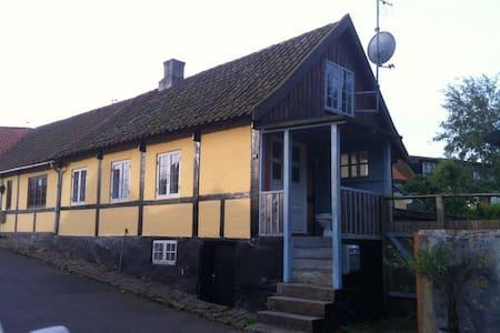 Charmerende hus med tilhørende anneks i Sandvig - Allinge - Дом