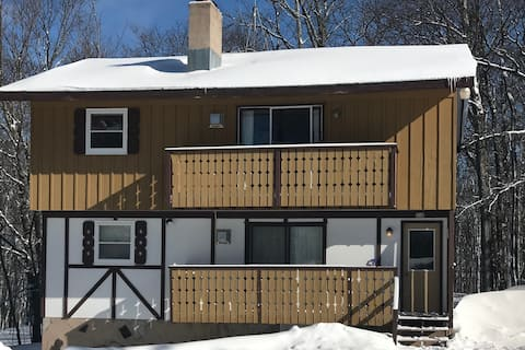 Ski Haus Chalet-Main Floor in Indianhead Village!