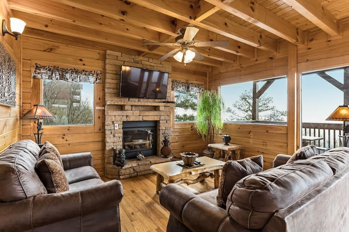 Log cabin w/ stunning mountain views, private hot tub & shared pool!