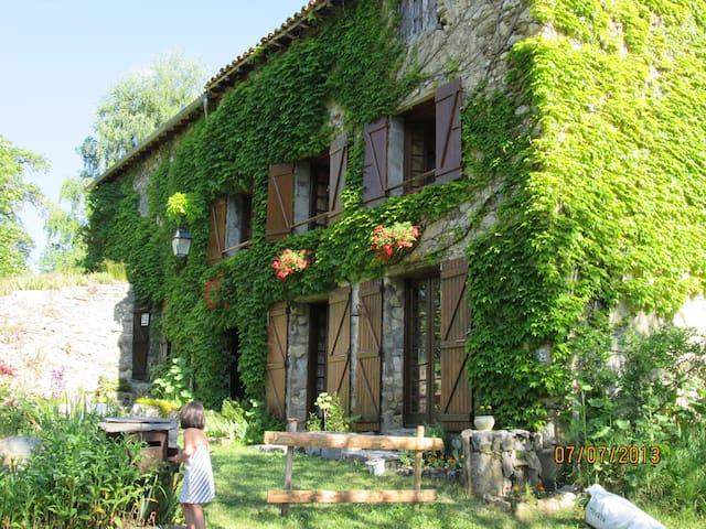 Ancienne ferme (1789) rénovée - Belcaire - Casa