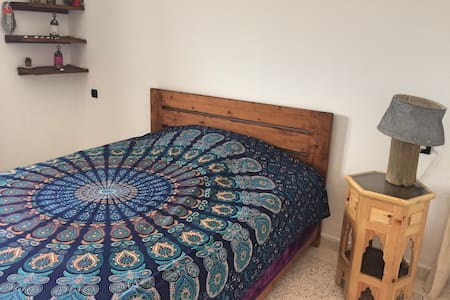 Super bright room in spacious flat, w/balcony