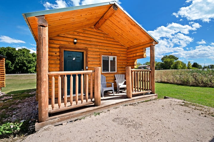 Cozy cabin for two w/ free WiFi & a well-equipped kitchenette