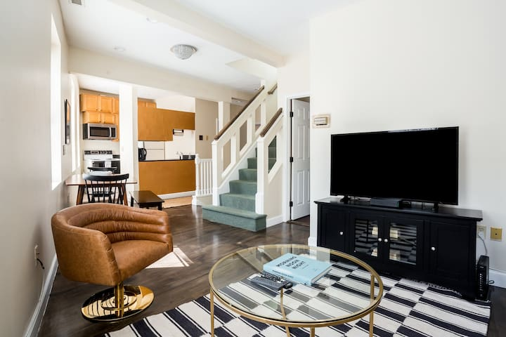 Delightful North End Apt - 2br 2BA w/ Laundry!