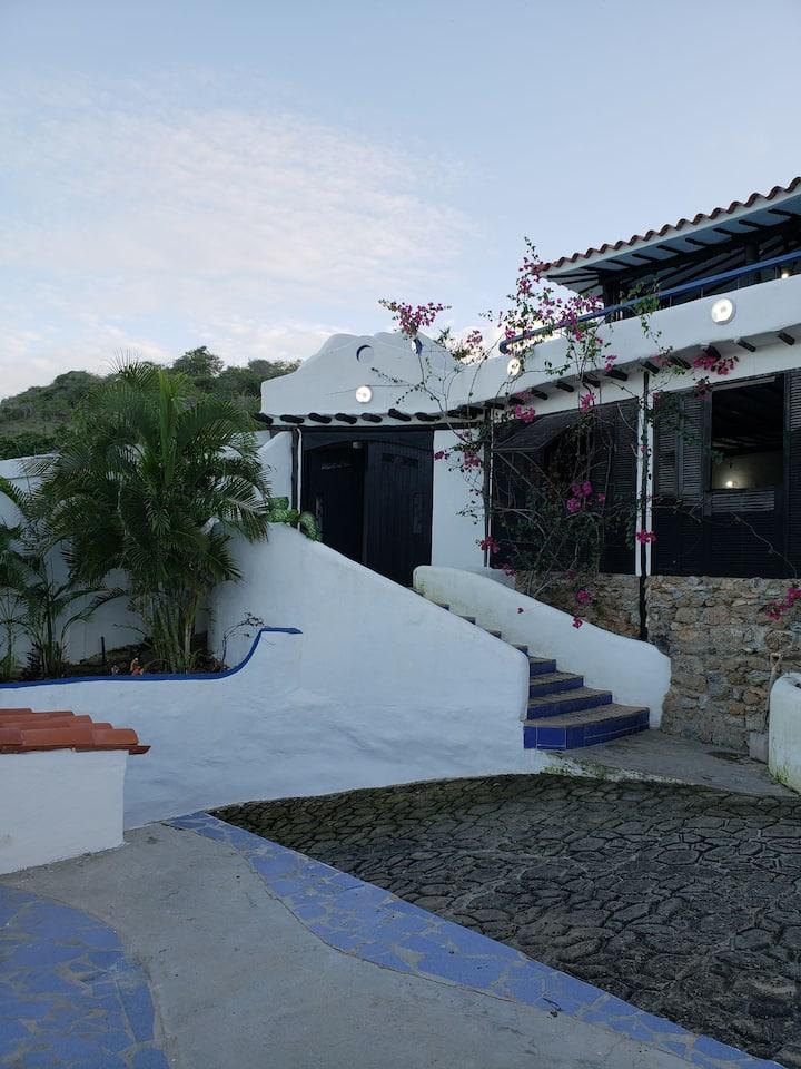 Villa Mi Querencia. Acogedora vista al mar y más..