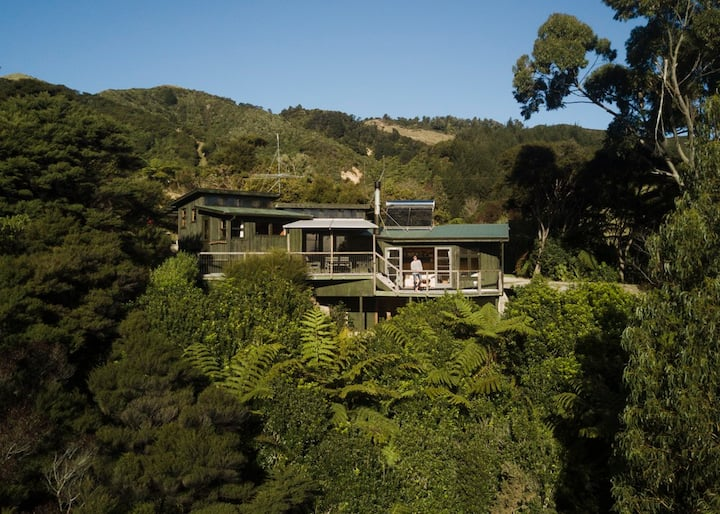 Hippie House, Golden Bay