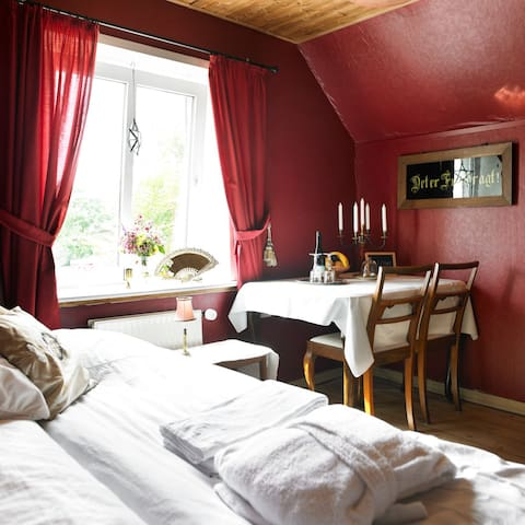 Enjoy your holiday here, Red Room - Tønder - House