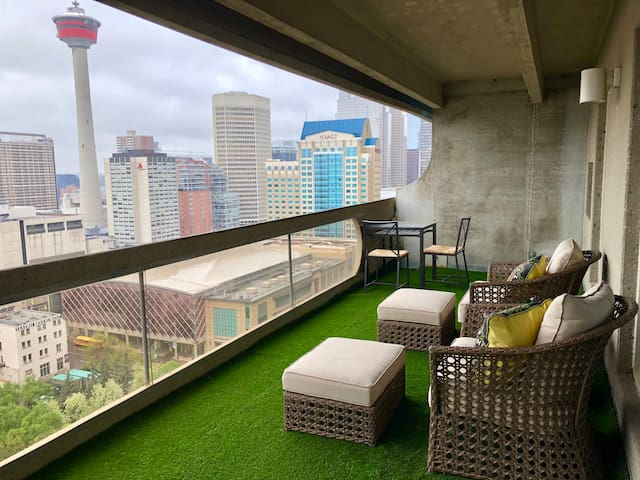 Downtown condo with free underground parking