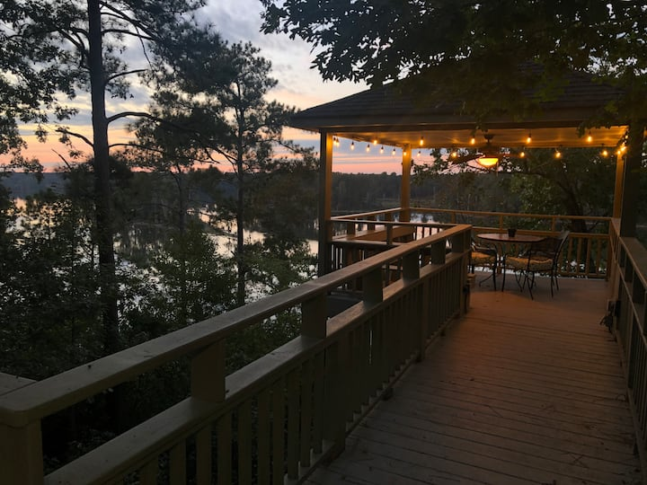 Private Lakefront Home Scenic View <1hr to Masters
