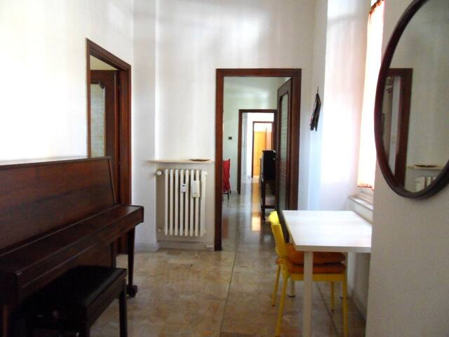 Cozy Spacious Vintage Apartment near city center - Alessandria - Apartment