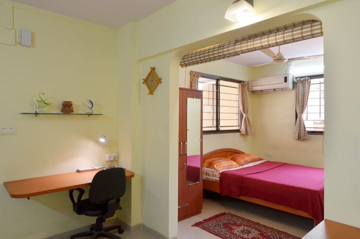 A Quiet, Cosy 1BD Studio Apartment - Pune - Bed & Breakfast