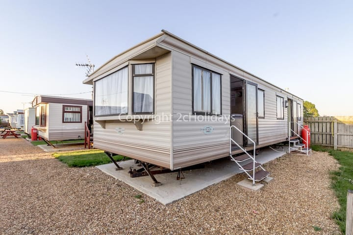 Great 6 berth mobile home, perfect for a beach holiday in Hunstanton ref 13007L