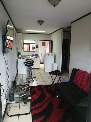 Shared Double Room 5 min from Airport SJO