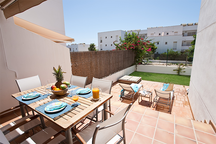 Precioso bajo con jard n wifi apartamentos en alquiler for Alquiler bajo con jardin madrid