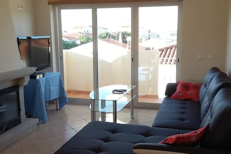 Bright & spacious 2 BR apt w/ terrace, BBQ & pool - Appartement