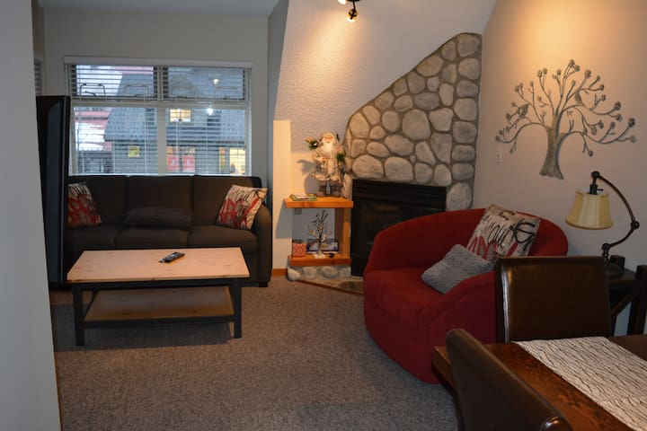 4 minute walk to Creekside lifts! - Whistler - Apartment