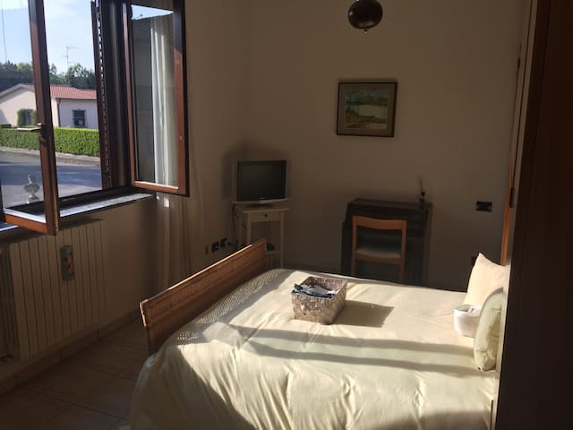 Triple room in villa near Gaggiano - Vigano - วิลล่า