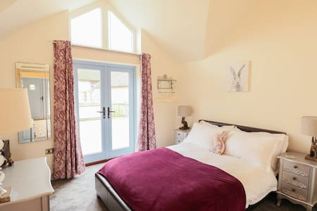 Oak Tree Cottage - Dog Friendly