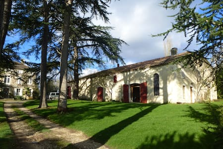 Bel appartement sur ferme bio - Lauraët - 一軒家