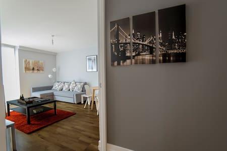 Luxury City Centre Apartment with Balcony: Marie - 萊斯特