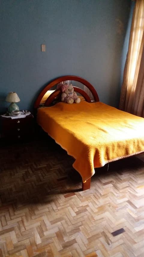 Alugo quarto para Moças (Somente Moças)