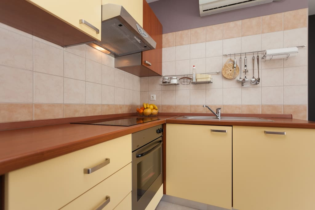 Nice and well equipped kitchen with dishwasher as well.