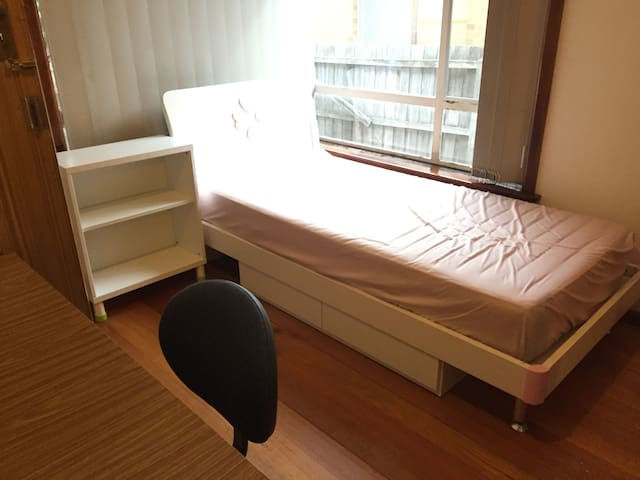 Cozy room near Monash Uni & Bus Station Clayton