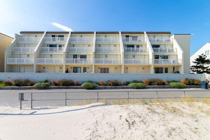 Oceanfront Condo in Heart of Sea Isle!