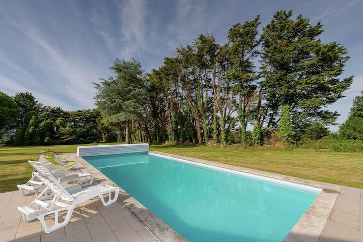 Luxuriöses Ferienhaus in Concarneau mit Swimmingpool