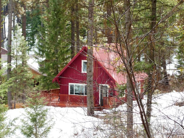 The Bear`s Den - Adorable Cabin in Terrace Lakes - Pet Friendly!