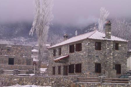 Γραφικό σπίτι στο κέντρο με θέα - Agios Athanasios - Rumah