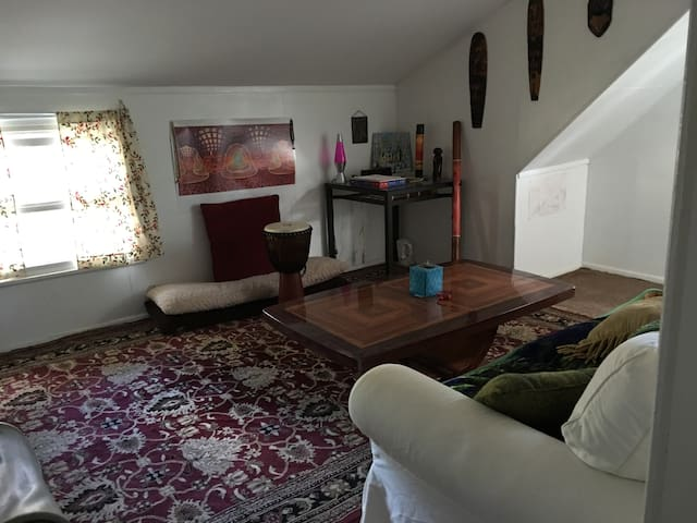 Cozy room minutes from Rutgers University - Highland Park