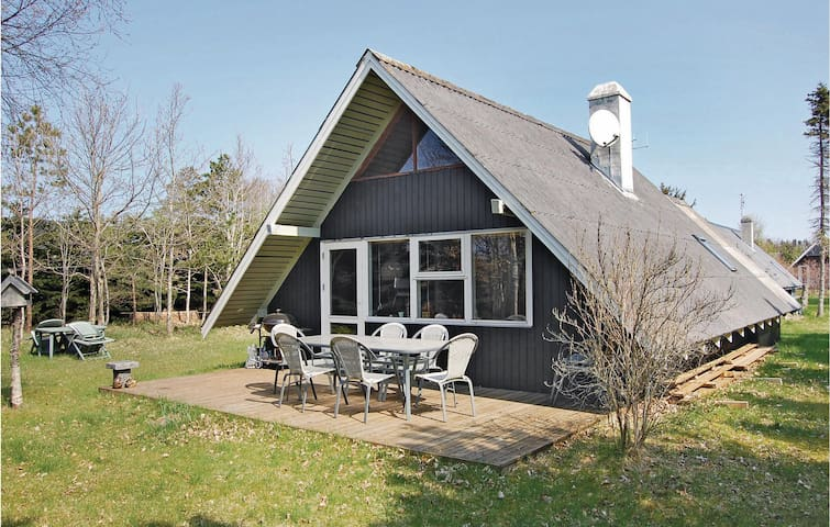 Holiday cottage with 2 bedrooms on 73 m² in Hemmet