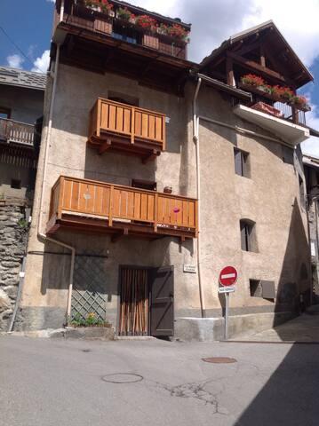 Loue maison de village à 100 mètres des pistes