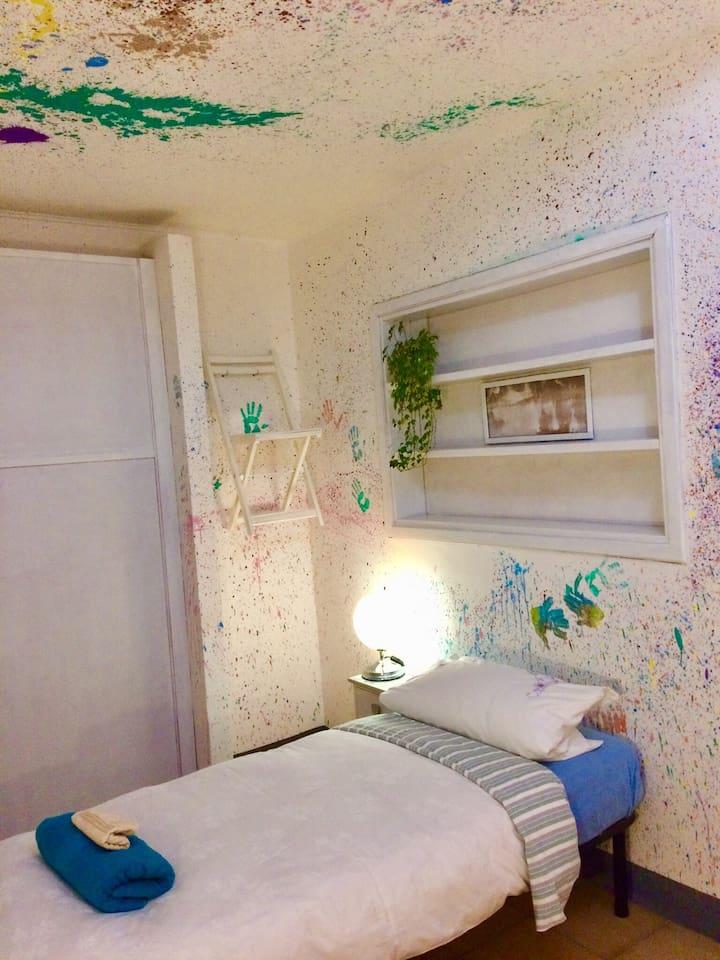 Color Dance Single Room