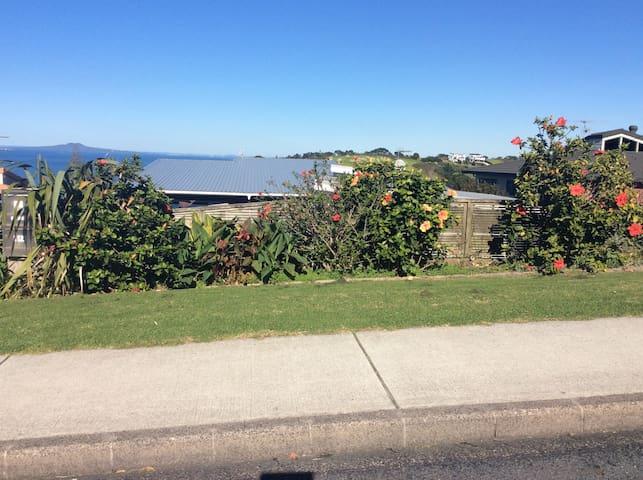 Arkles Bay Beach Retreat