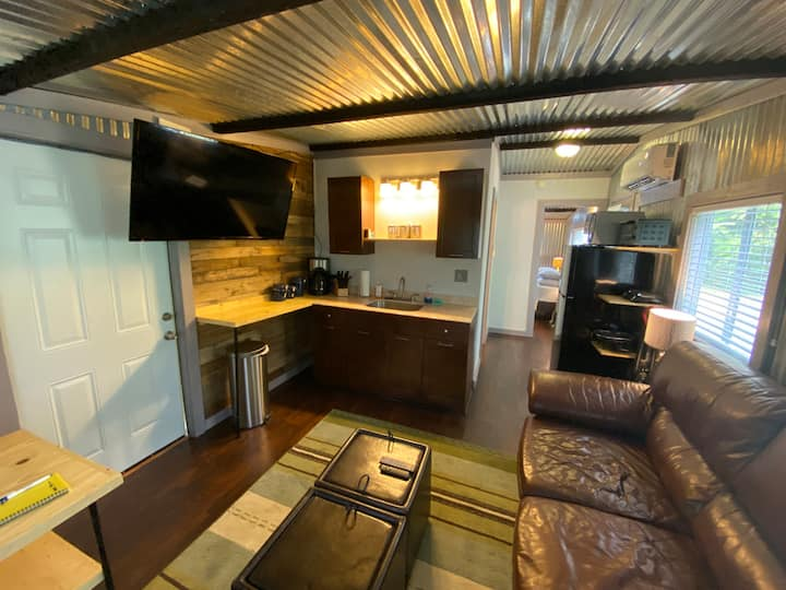 Cute and Cozy Aluminum built Tiny Home in Woodbine