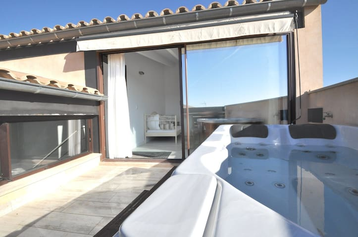 Holiday House - 3 double rooms -  4 pax - Jacuzzi