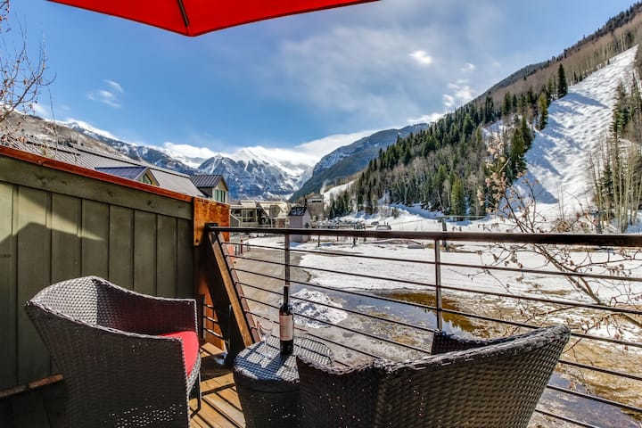 Charming chalet with gas fireplace, loft, and a true ski-in/ski-out location!