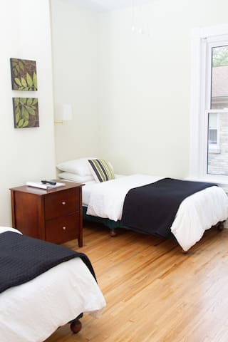 Cassidy Room 2 twin beds