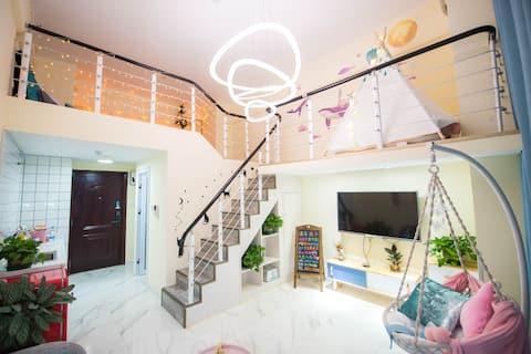 【坠露】loft复式双层高铁南站大学城投影+电视北欧民宿