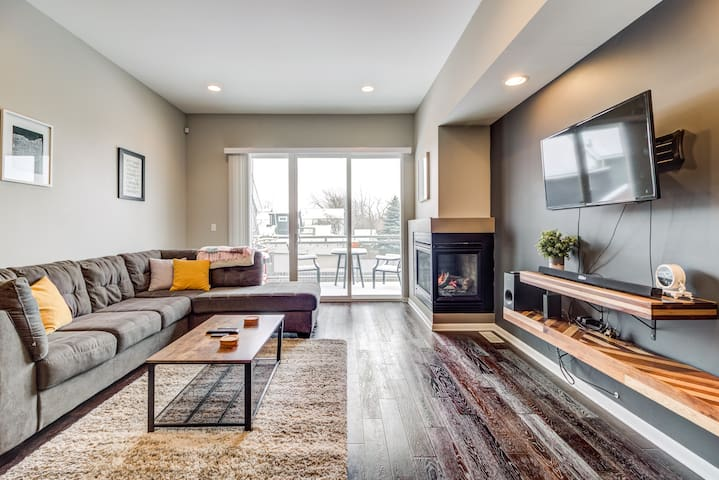 🧼 CLEAN 🧼 Condo Near Downtown 🌃Modern + Spacious 🖼