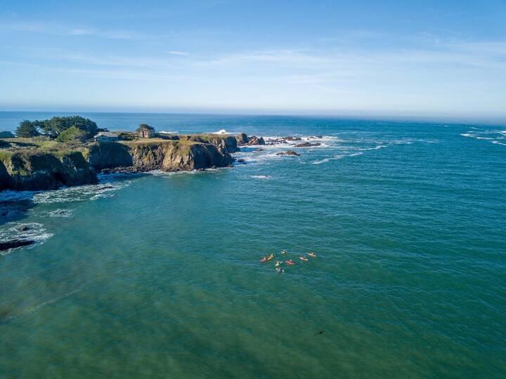 Mendocino Beach Hide-Away a few steps from Ocean