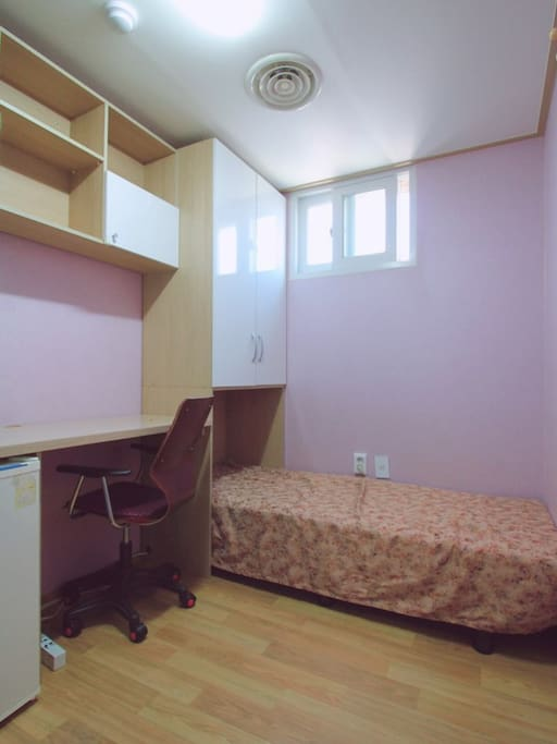 2 Single Room With Private Bathroom For Only Women Hostels For Rent In Mapo Gu Seoul South Korea